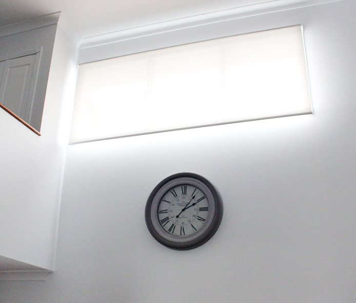 Motorised custom roller blind for inaccessible openings